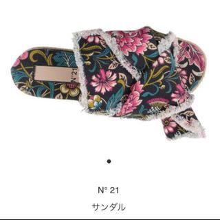 ヌメロヴェントゥーノ(N°21)の新品☆ ヌメロヴェントゥーノ✴︎フラワーサンダル✴︎新品、未使用です(サンダル)