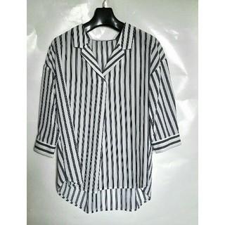ジーユー(GU)のGU ストライプ柄のシャツ 新品 配送追跡あり!(シャツ/ブラウス(半袖/袖なし))