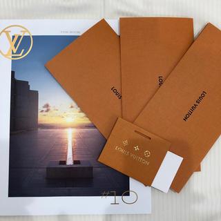 ルイヴィトン(LOUIS VUITTON)のルイヴィトン カタログ 最新版 カード付き(ファッション)