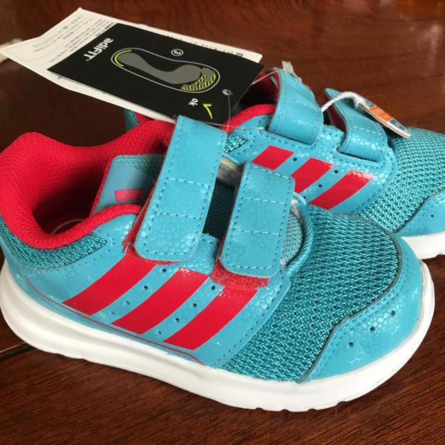 adidas(アディダス)の新品 アディダススニーカー キッズスニーカー 14.0 14㎝ キッズ/ベビー/マタニティのベビー靴/シューズ(~14cm)(スニーカー)の商品写真