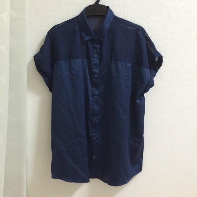 GU(ジーユー)のシースルーてろてろ  切り替えシャツ レディースのトップス(シャツ/ブラウス(半袖/袖なし))の商品写真