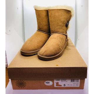 アグ(UGG)の新品・箱付き  UGG(アグ) 5803 ムートンブーツ  サイズ22cm(ブーツ)