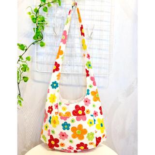 ふっくら斜めがけバッグ/ショルダーバッグ〇子供用〇カラフル花柄×ホワイト(バッグ/レッスンバッグ)