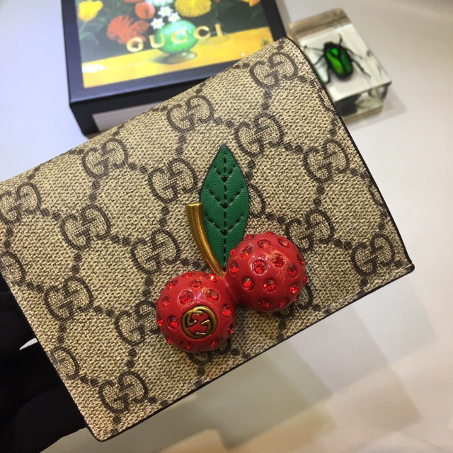 バレンシアガ バッグ 偽物 見分け方ポロシャツ | Gucci - GUCCI 折り財布の通販 by オズカ's shop|グッチならラクマ