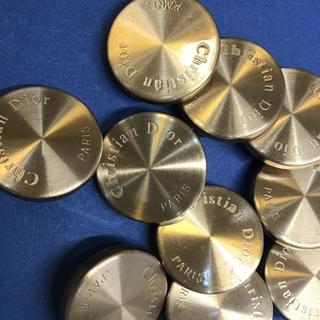 クリスチャンディオール(Christian Dior)のDIOR  ボタン 直径3センチ  厚み6ミリ(各種パーツ)