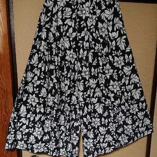 ロデオクラウンズ(RODEO CROWNS)のロデオクラウンズ 花柄スカート見えドレープワイドパンツ ガウチョパンツ(その他)
