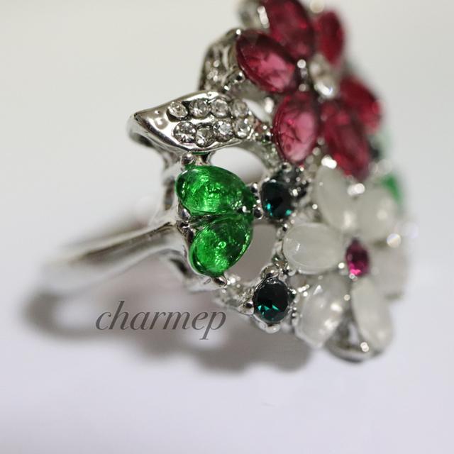 即購入OK●訳あり赤と白のお花のゴージャスリング指輪大きいサイズ レディースのアクセサリー(リング(指輪))の商品写真