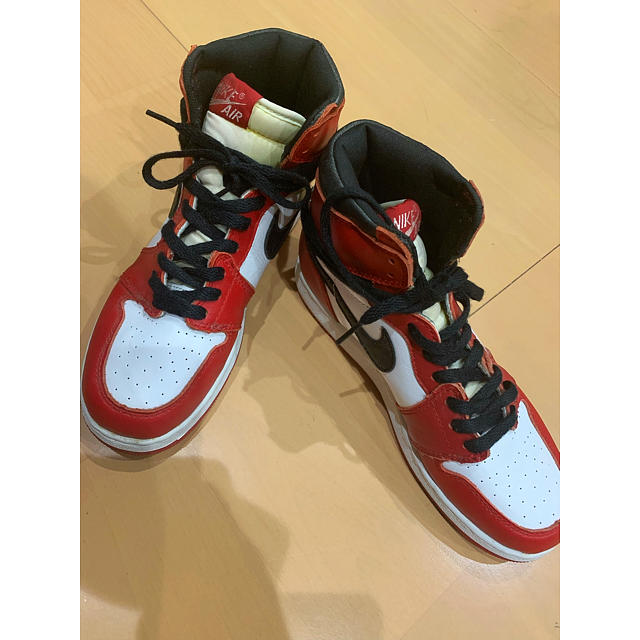 NIKE(ナイキ)のNIKE エアジョーダン1シカゴ レトロ 正規品24㎝ メンズの靴/シューズ(スニーカー)の商品写真
