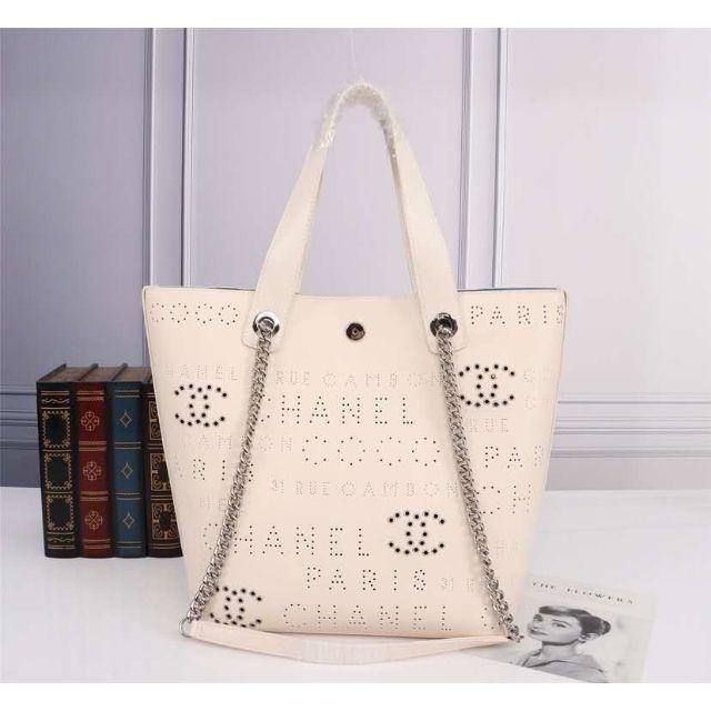 CHANEL - Chanel オフホワイトバッグ トートーバッグの通販 by うちの絵's shop|シャネルならラクマ