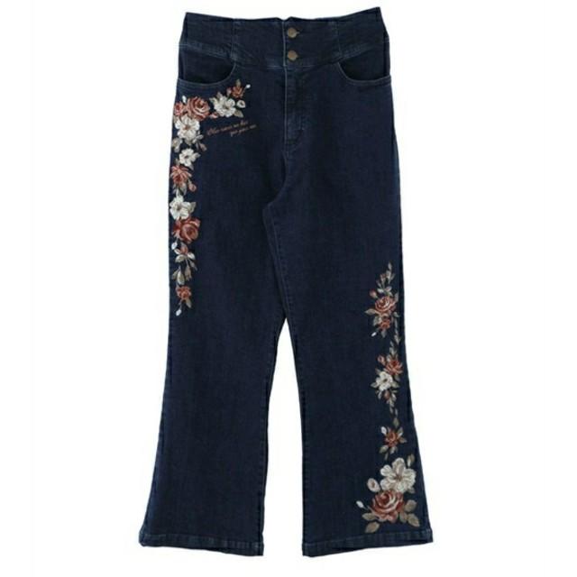 axes femme(アクシーズファム)のエンブロイダリー刺繍パンツ レディースのパンツ(デニム/ジーンズ)の商品写真