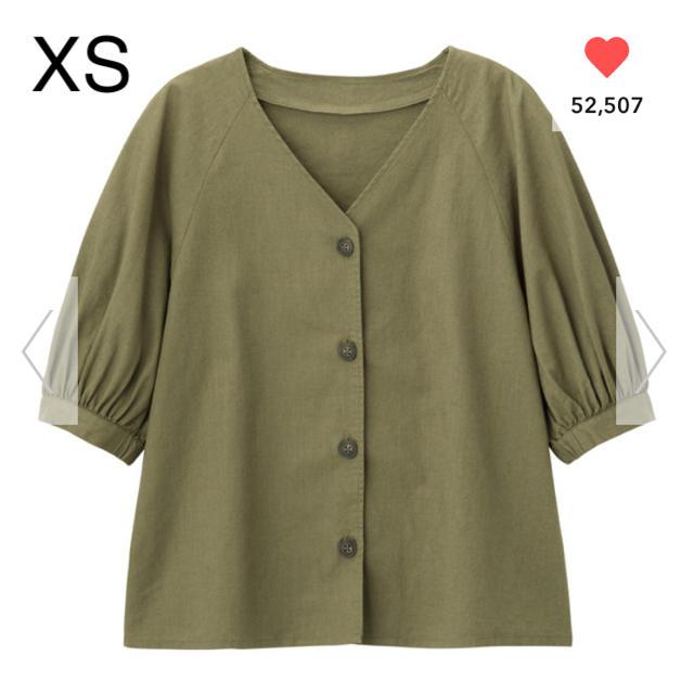 GU(ジーユー)のGU リネンブレンドフロントボタンブラウス(5分袖) オリーブ XS レディースのトップス(シャツ/ブラウス(半袖/袖なし))の商品写真