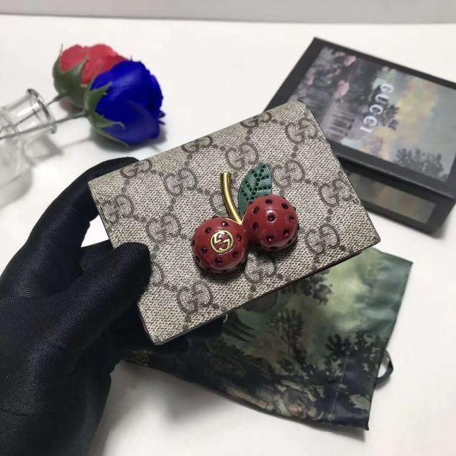 財布 メンズ ブランド エルメス 、 Gucci - GUCCI チェリー可愛い二つ折り財布の通販 by 宝の山's shop|グッチならラクマ