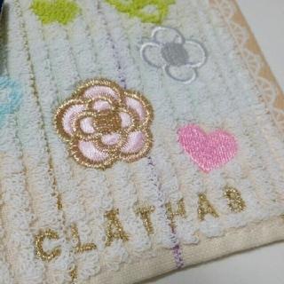 クレイサス(CLATHAS)の【新品】CLATHAS タオルハンカチ クレイサス カメリア刺繍(ハンカチ)