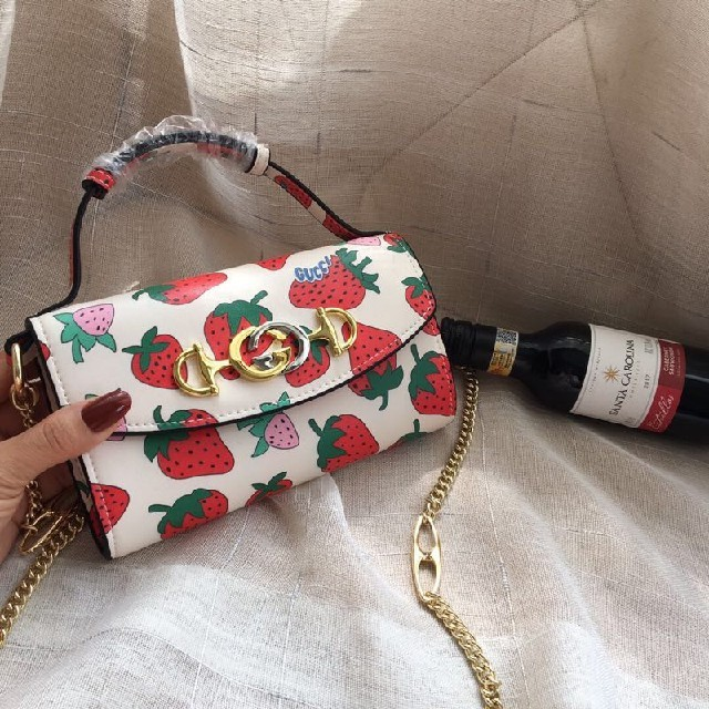 Gucci - GUCCI   ショルダーバッグ  いちご  超かわいいの通販 by fdgdaa's shop|グッチならラクマ