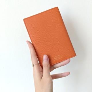 スマイソン(Smythson)の【新品・完売色】Smythson パナマ パスポートケース パパイヤ オレンジ(旅行用品)