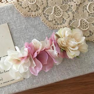 ホワイトバラとホワイト、ピンク紫陽花のバレッタ(ヘアアクセサリー)
