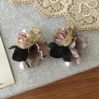 モーブバラとパープルグレー、ブラウン紫陽花のピアス(ピアス)
