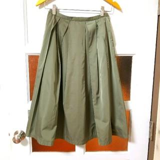 ドアーズ(DOORS / URBAN RESEARCH)のアーバンリサーチドアーズ 微光沢 カーキグリーン タックフレアスカート 1(S)(ひざ丈スカート)