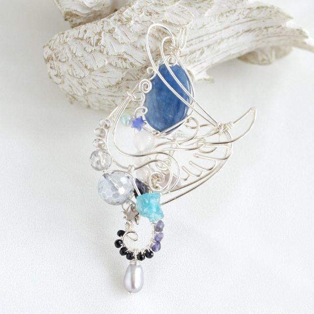 カイヤナイトの夜空の星ワイヤーペンダント ハンドメイドのアクセサリー(ネックレス)の商品写真