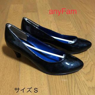 エニィファム(anyFAM)のエナメルパンプス 黒(ハイヒール/パンプス)