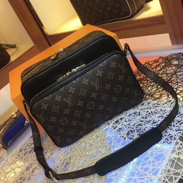 LOUIS VUITTON - LV  ショルダーバッグの通販 by uiuiui's shop|ルイヴィトンならラクマ