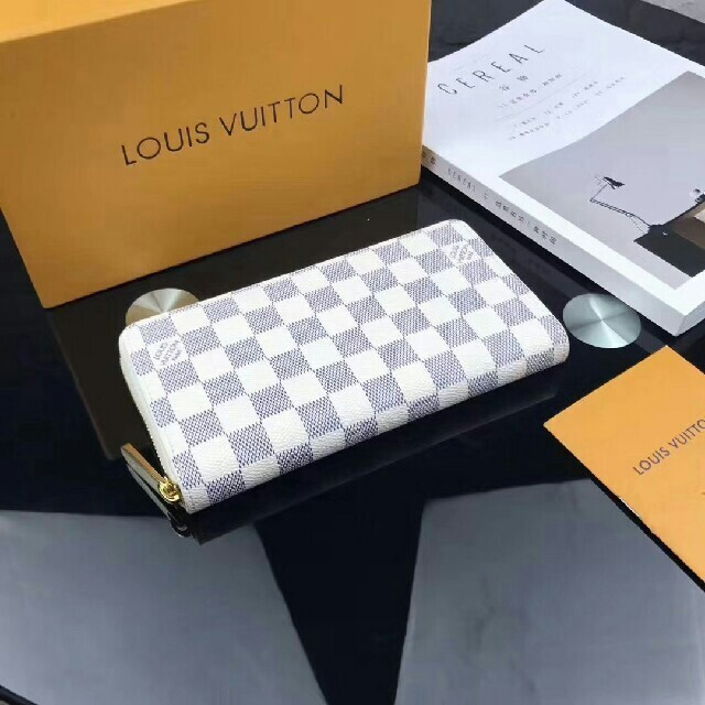 LOUIS VUITTON - LOUIS VUITTON ルイヴィトン 白 ダミエ 長財布 男女兼用