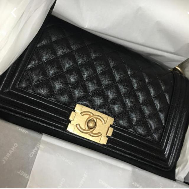 CHANEL - ボーイシャネル キャビアスキン M 黒×金の通販 by あーちゃん's shop|シャネルならラクマ