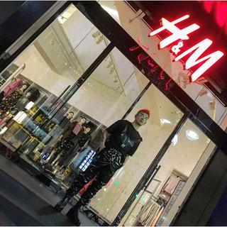 エイチアンドエム(H&M)のカワグチジン着用h&mパテントパンツ(その他)