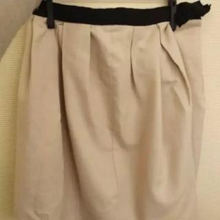 プーラフリーム(pour la frime)の美品プーラフリームpnur la frimeベージュ腰リボン付ふんわりスカート(ひざ丈スカート)