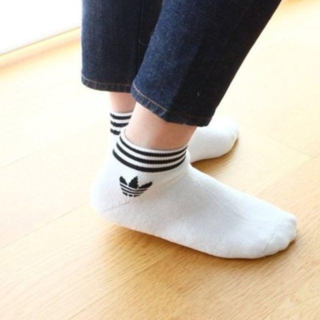 adidas(アディダス)の22~24【新品/即日発送】adidas オリジナルス ソックス 白黒セット  レディースのレッグウェア(ソックス)の商品写真