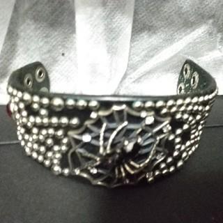 TRYGOD - Trygod  Studs Spider bracelet