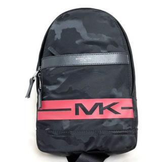マイケルコース(Michael Kors)のマイケルコース ボディーバッグ 迷彩 メンズ 37H8LKNC60 黒(ボディーバッグ)
