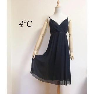 ヨンドシー(4℃)の4°C   プリーツシフォン  フォーマルワンピース サイズ36(その他ドレス)