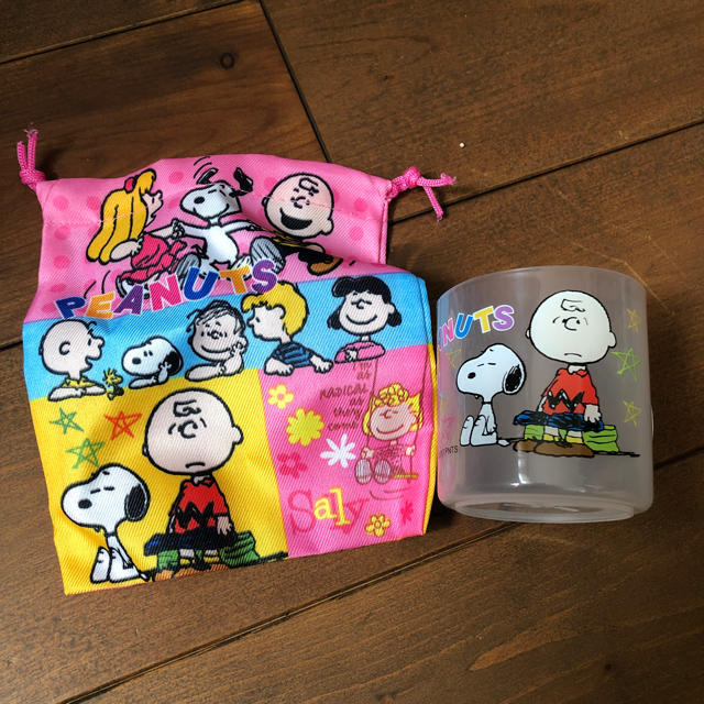 SNOOPY(スヌーピー)のスヌーピー コップ巾着セット キッズ/ベビー/マタニティのこども用バッグ(ランチボックス巾着)の商品写真
