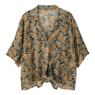 ジーユー(GU)のGu  プリントノットシャツ(5分袖)UT ベージュ(シャツ/ブラウス(半袖/袖なし))