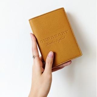 バーバリー(BURBERRY)の【新品】BURBERRY バーバリー ロゴ パスポートカバー パスポートケース(旅行用品)