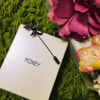 フォクシー(FOXEY)の新品フォクシー❤︎レディリボンブローチ(ブローチ/コサージュ)
