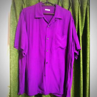 ジーユー(GU)のGU ジーユー 紫 オープンカラーシャツ シャツ アラジン 仮装 メンズ(シャツ/ブラウス(半袖/袖なし))