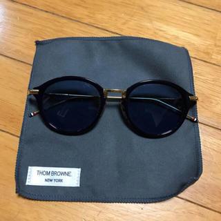 トムブラウン(THOM BROWNE)のThom Browne カラーレンズサングラス ブルー (サングラス/メガネ)