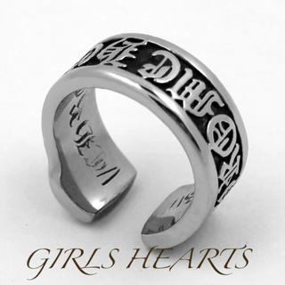送料無料25号クロムシルバーサージカルステンレススクロールラベルリング指輪値下げ(リング(指輪))