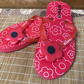 ミシャ(MISSHA)の新品 未使用♡MISSHA ミシャ 赤 フラワービーチサンダル (ビーチサンダル)