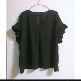 ジーユー(GU)のGU Vネックフリルブラウス きれいめ(シャツ/ブラウス(半袖/袖なし))