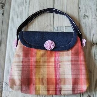 ハンドメイド 和柄の赤いチェックのミニバッグ お花 handmade(バッグ)