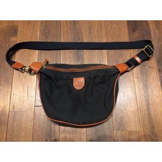 イルビゾンテ(IL BISONTE)のIL BISONTE イルビゾンテ ショルダーバッグ 小型 黒色 日本未発売(ショルダーバッグ)