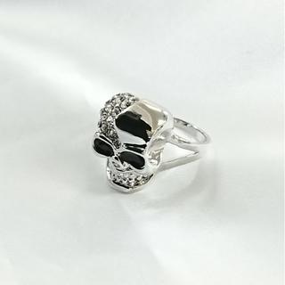 ☆ステンレスでできたスカルリング キラキラ輝くホワイトゴールドカラー(リング(指輪))