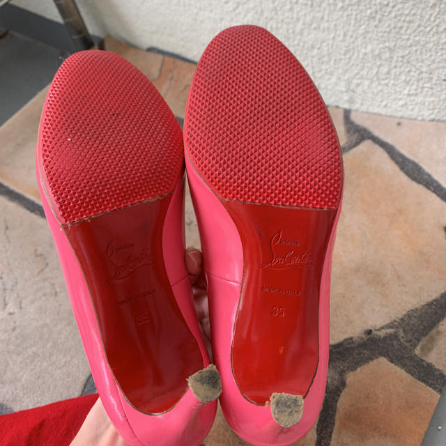 Christian Louboutin(クリスチャンルブタン)のクリスチャンルブタン  35 ピンク パンプス レディースの靴/シューズ(ハイヒール/パンプス)の商品写真