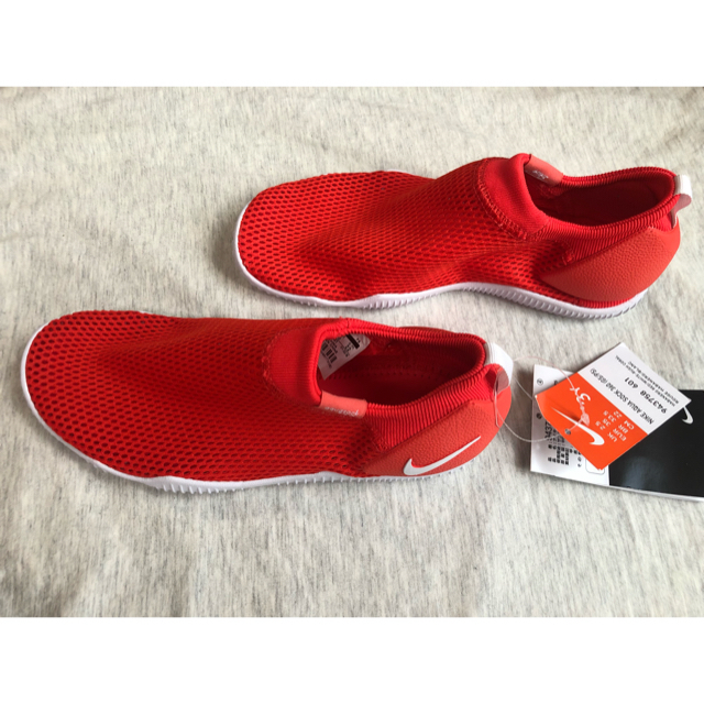 NIKE(ナイキ)の新品 NIKE ナイキ アクアソック 360 22cm キッズ/ベビー/マタニティのキッズ靴/シューズ (15cm~)(サンダル)の商品写真