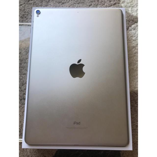 Apple(アップル)のiPad Pro 10.5 wifiモデル 64gb  スマホ/家電/カメラのスマートフォン/携帯電話(スマートフォン本体)の商品写真