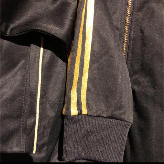 adidas(アディダス)のadidas ゴールドロゴデザイン  メンズのトップス(ジャージ)の商品写真