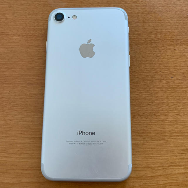 iPhone(アイフォーン)のiphone7 SILVER 128G 画面割れ  スマホ/家電/カメラのスマートフォン/携帯電話(スマートフォン本体)の商品写真